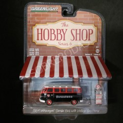 Greenlight 1:64 1964 Volkswagen Samba Bus with Vintage Gas Pump