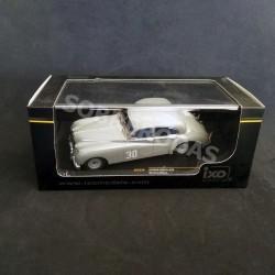IXO Models 1:43 1952 Jaguar MK VII Nº30 Stirling Moss Winner Silverstone Touring Car